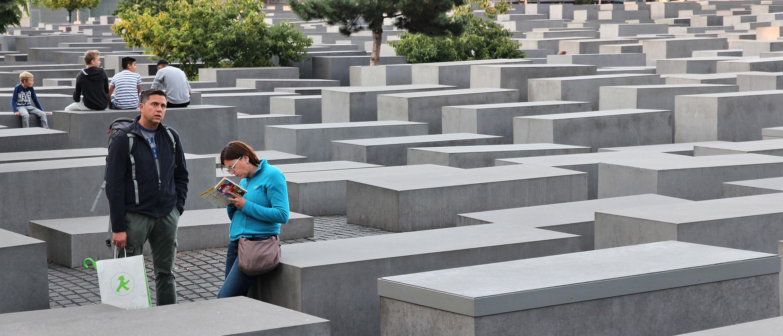 Holocaust-monumentet-Berlin-turister-severdighet