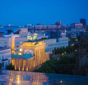 Brandenburger Tor monument bygning Berlin natt kveld