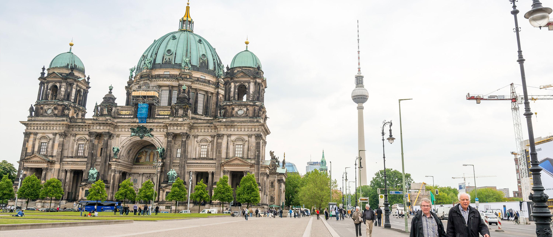 Fjernsynstarnet-Berliner-Fernsethurm-turister-berlin
