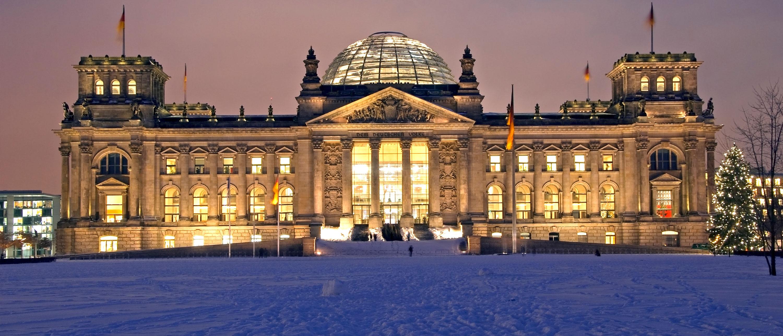 skoytebaner-berlin-vinter-riksdagsbygningen